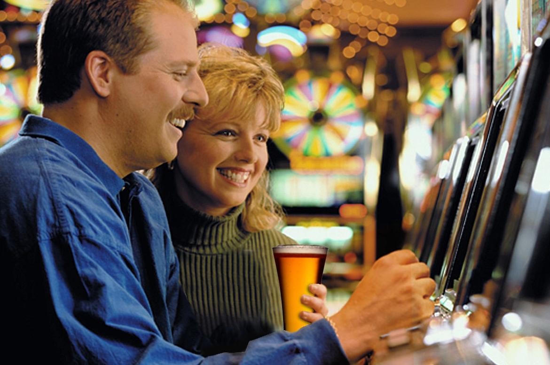 Diamond Jo Casino  Northern Iowa Casino Poker Table