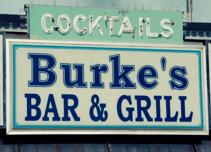 DINING-BAR-Burkes-North-Federal
