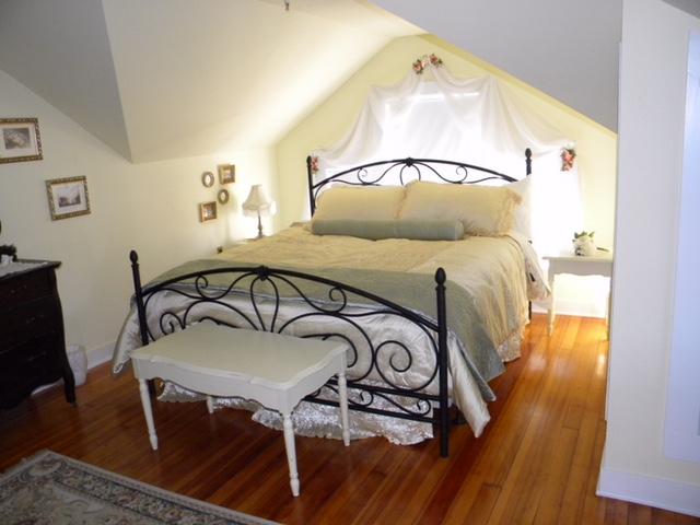 250_2018_DeckerHouse_Bedroom01