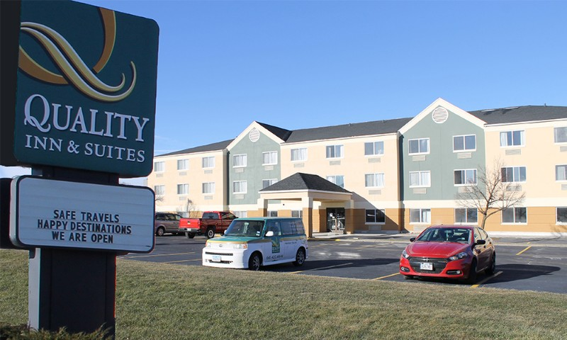 Stay Quality Inn & Suites Mason City - Pet Friendly & Truck Parking