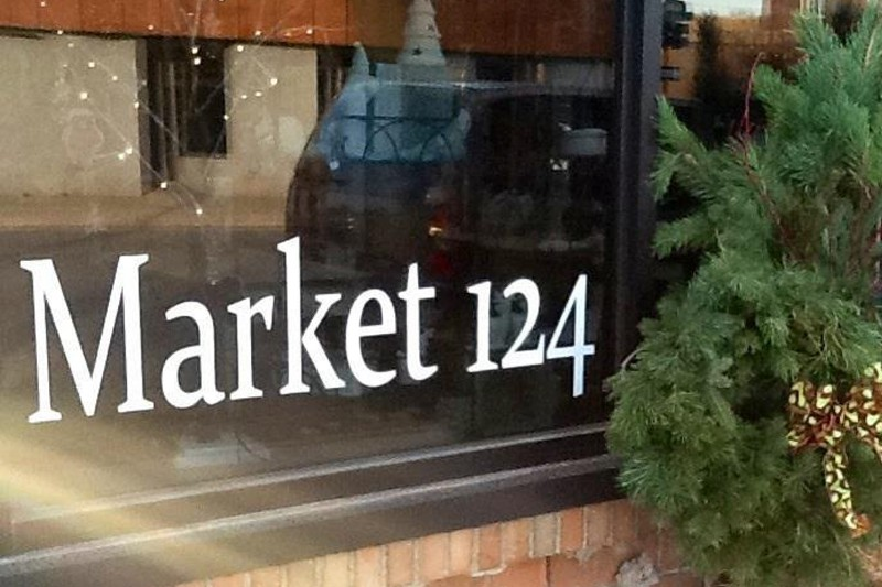 72_2016_Market124_Sign01