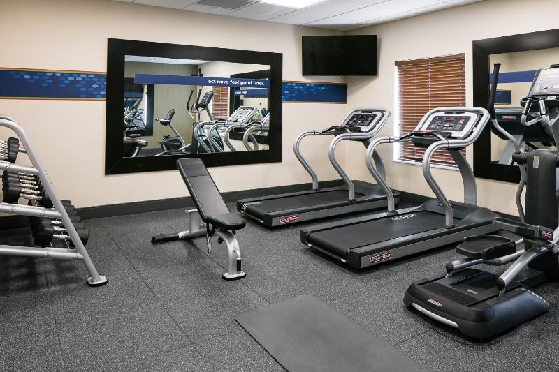 72_2017_HamptonInn_FitnessCenter01