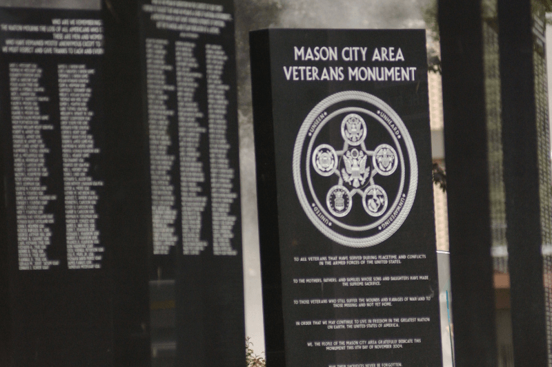 72_2005_VeteransMonumnet_CloseUp