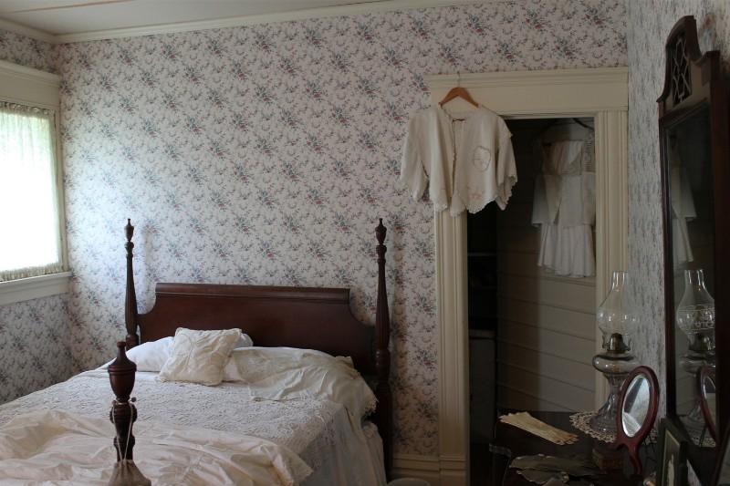 72_2016_WillsonHouse_Bedroom01