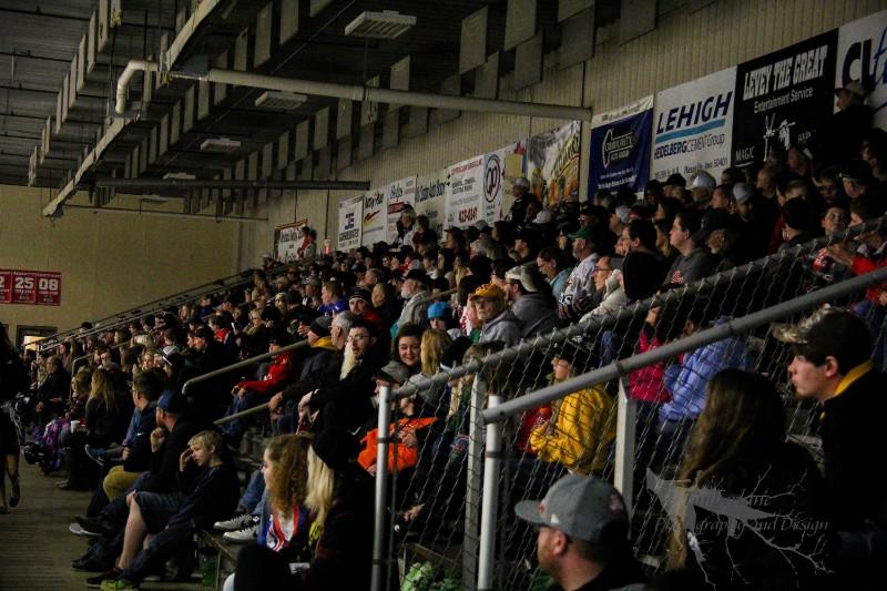 72_2017_NorthIowaBullsHockey_Rink03