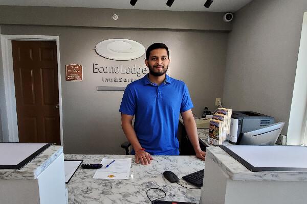 2020-08-EconoLodge-Front-Desk-600x400-1